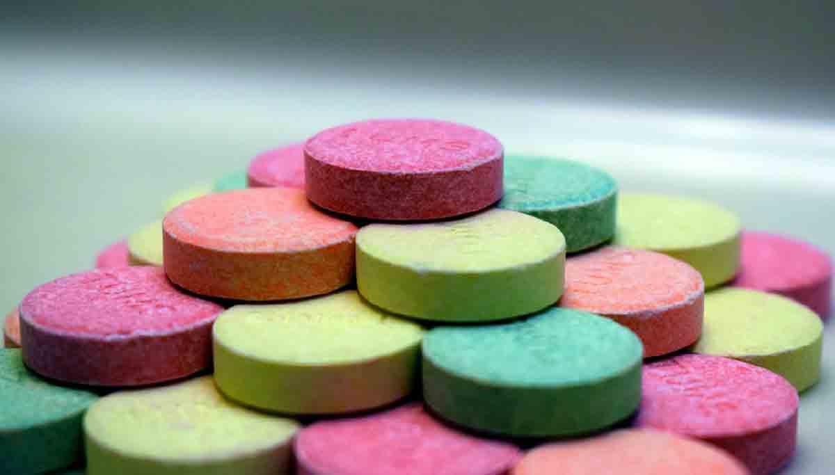 pillole di integratori colorate