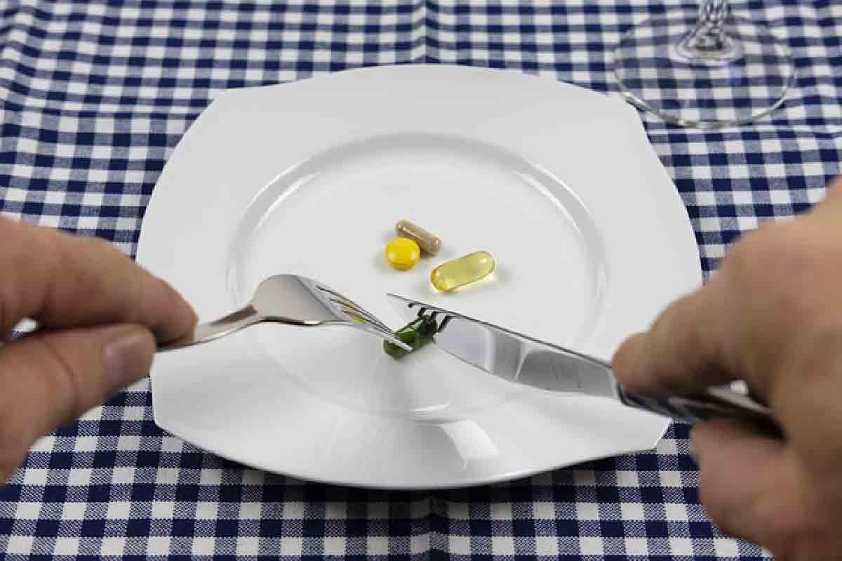 integratori in un piatto in primo piano