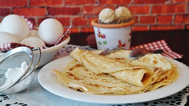 pancakes e uova in primo piano