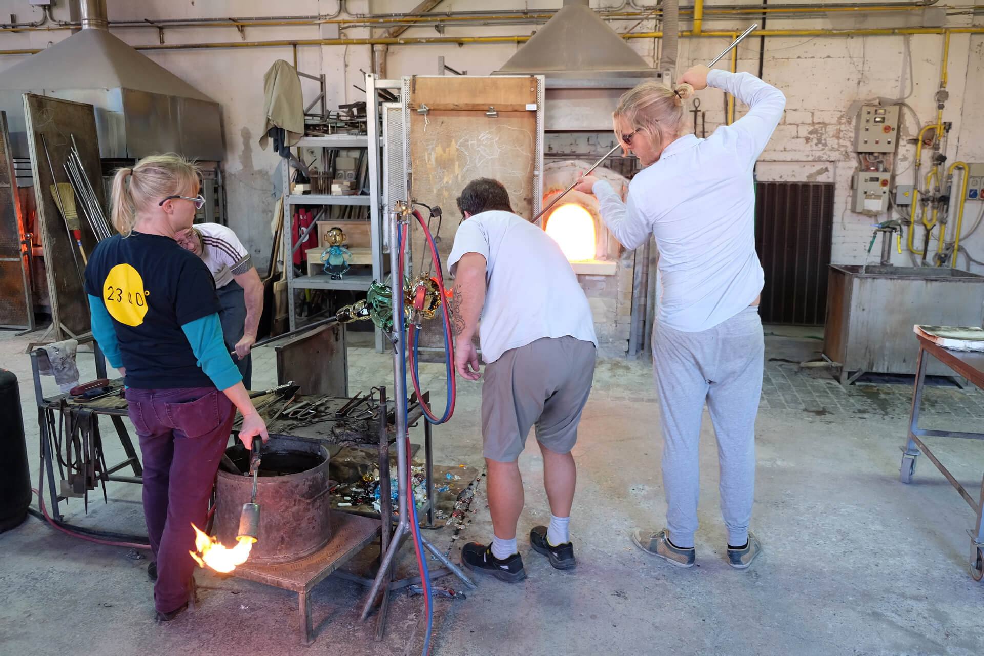 Last touch before the glass sculpture of Juan Garcia Ripollès is finished