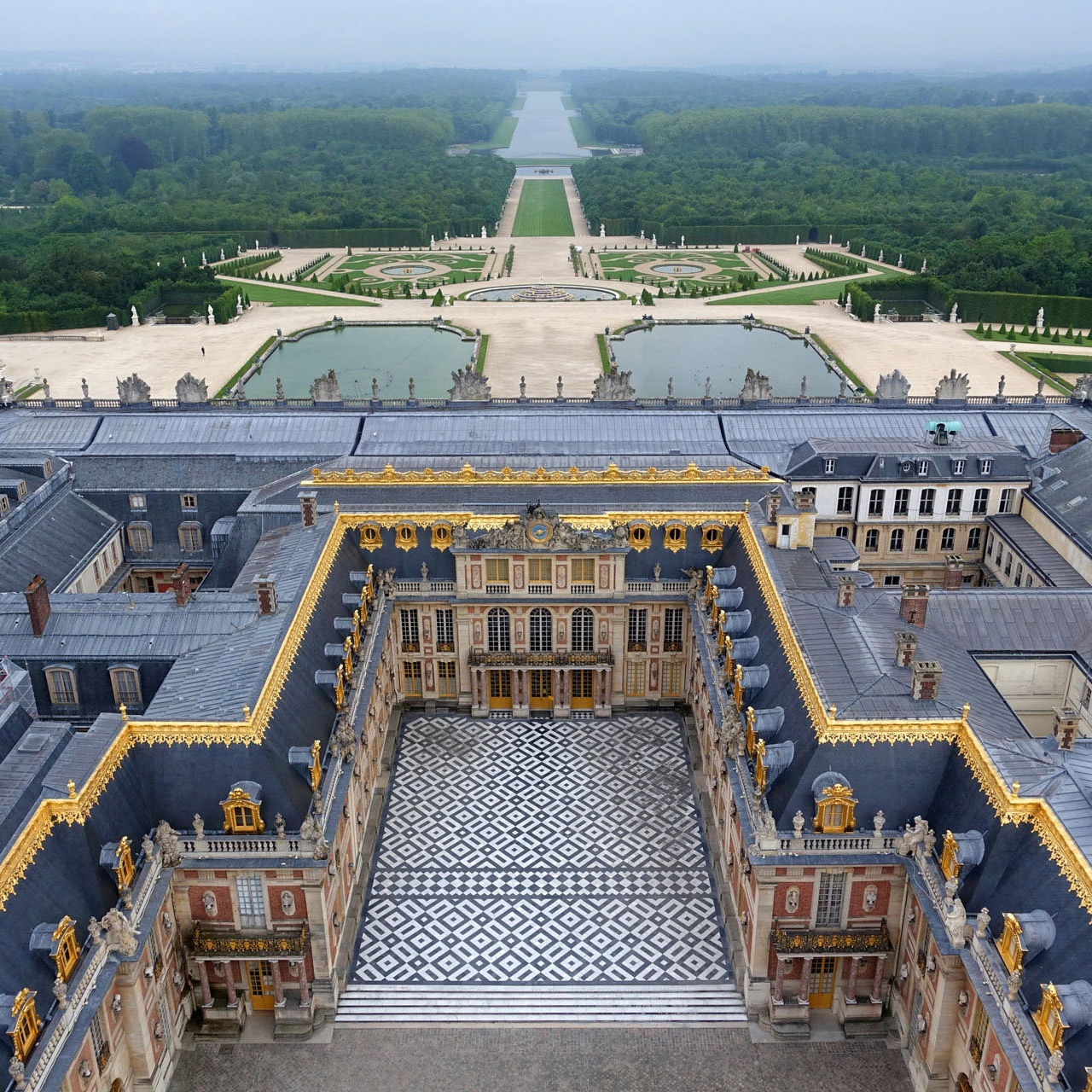 Salons, boudoirs and Champagne at Versailles