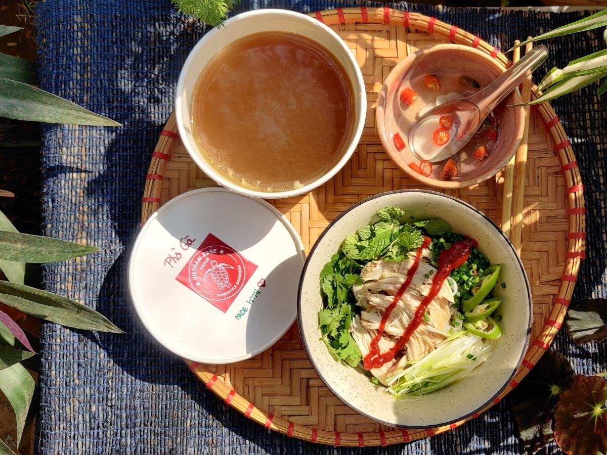Chicken pho, Vietnamese noodle soup with chicken
