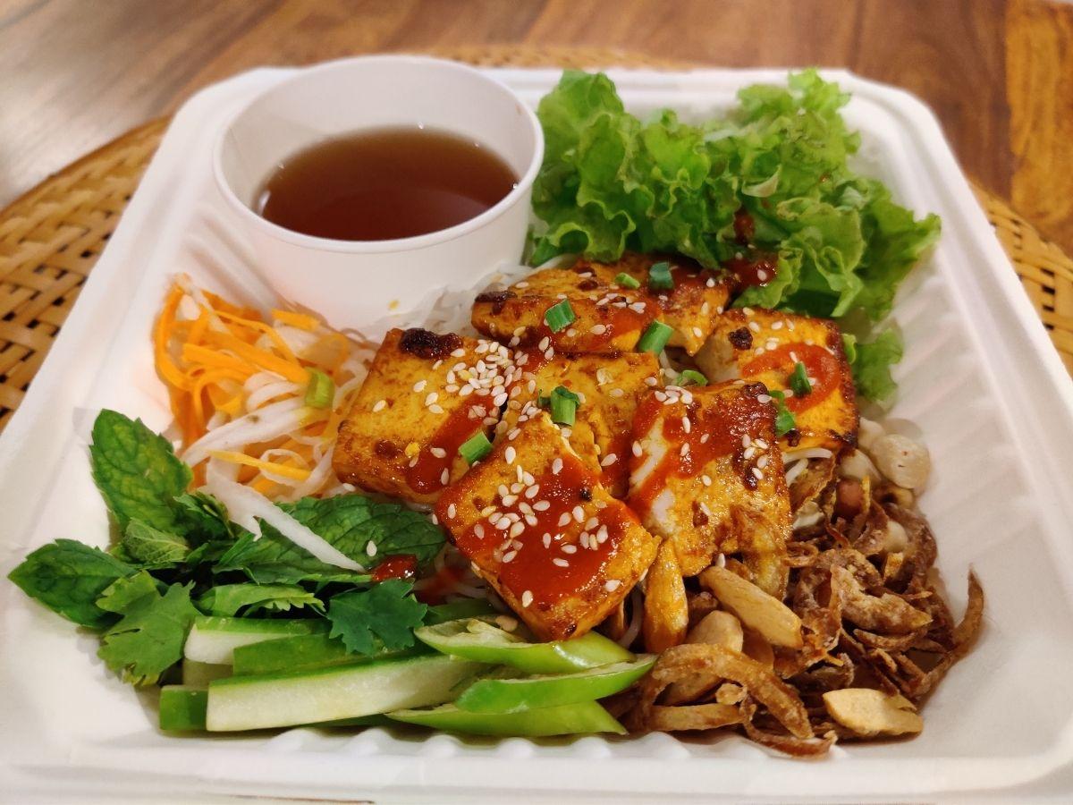 Grilles tofu noodle bowl