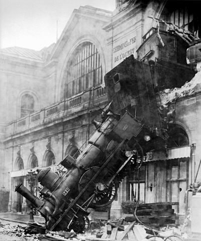 400px-Train_wreck_at_Montparnasse_1895