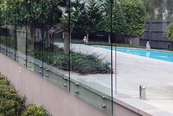 glass-fence-constructions-melbourne-fencing-construction-pinned-glass-panels-for-around-pool-fence-in-glen-iris-melbourne