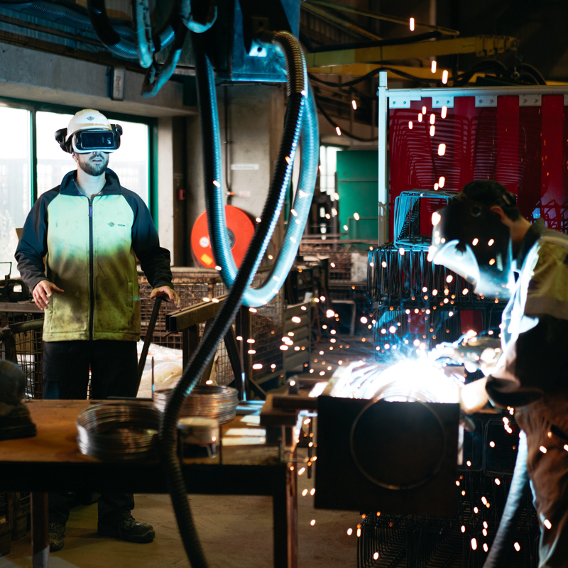 5 practical applications of Virtual Reality training in the heavy industry