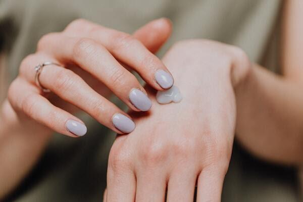 使用保湿护肤品