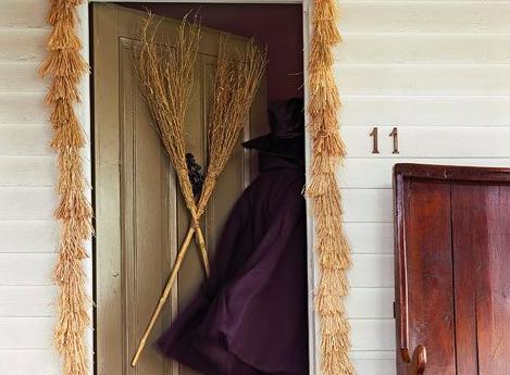 8 Great DIY Halloween Door Decors for 2020 | Cheese Debit Card