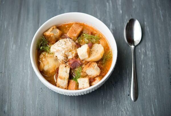 中餐:鲜虾番茄豆腐汤泡藜麦饭