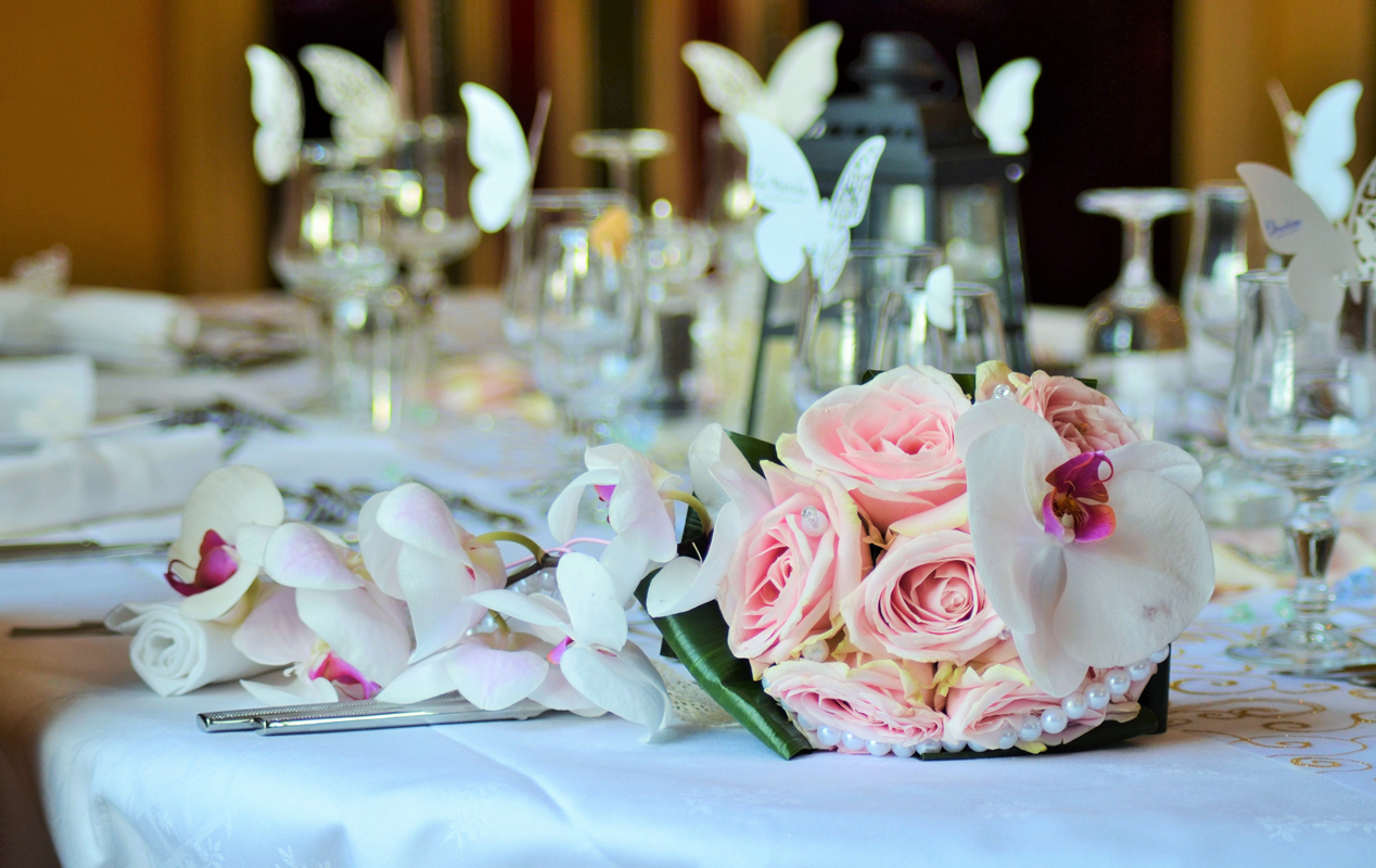 Wedding table dressing and decoration services