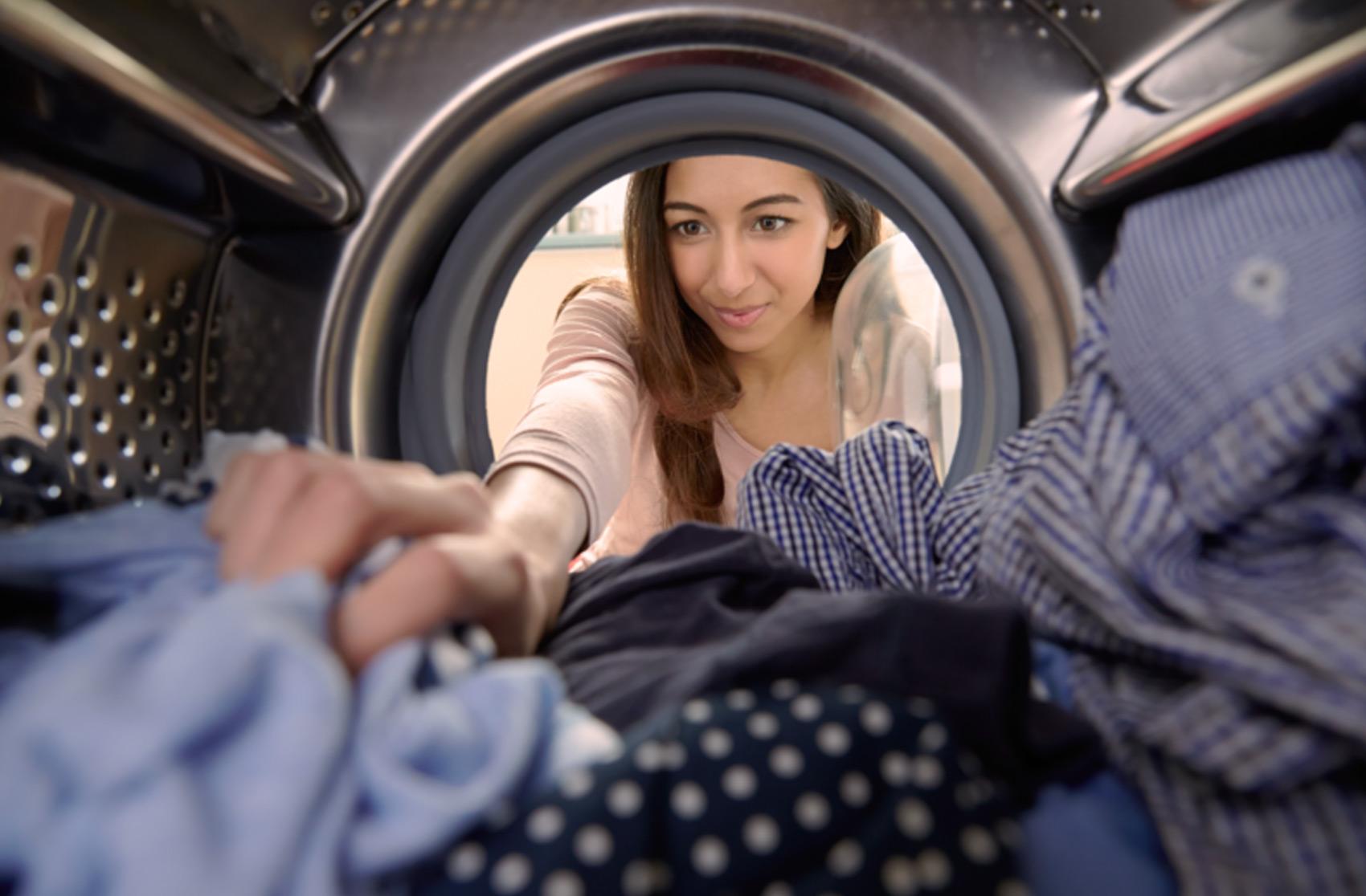 Lugar de roupa do dia a dia é na lavanderia