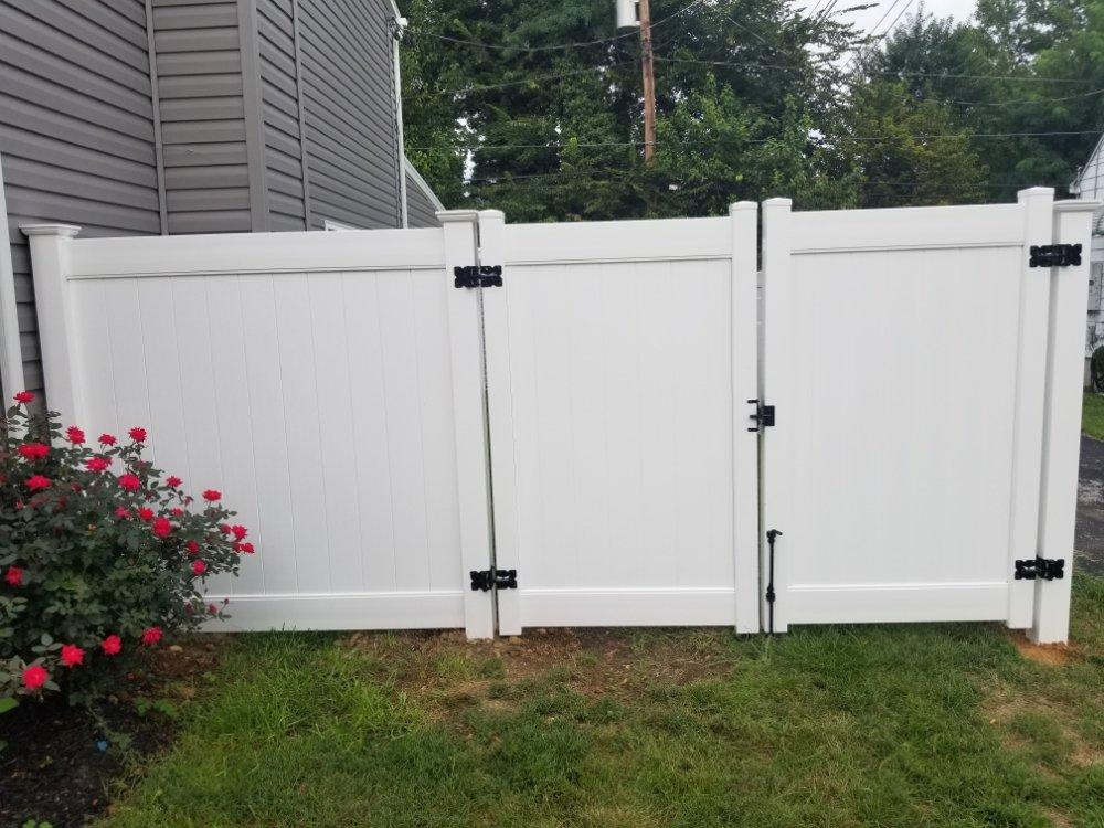 Residential 6ft White Vinyl PVC Fence & Swing Gate in Baltimore City, MD