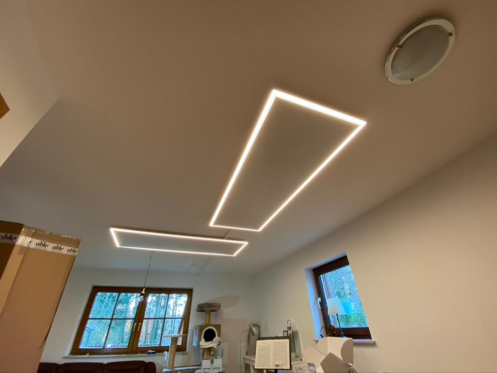 Infrarotheizung an der Decke mit LED Rahmen