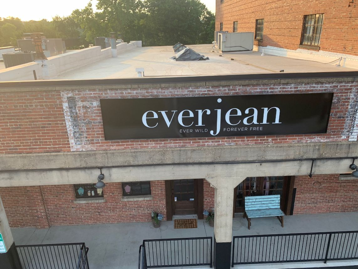 everjean boutique sign