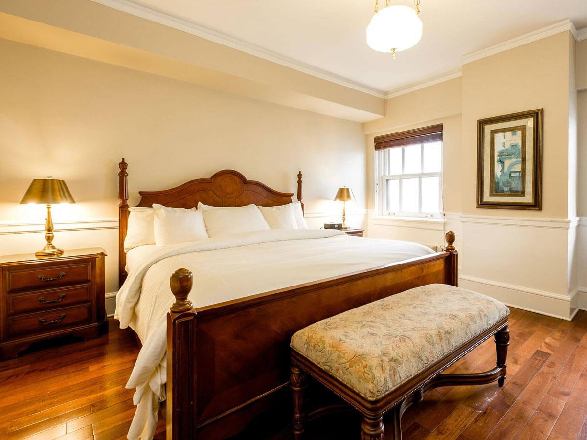 Hotel 340 bedroom