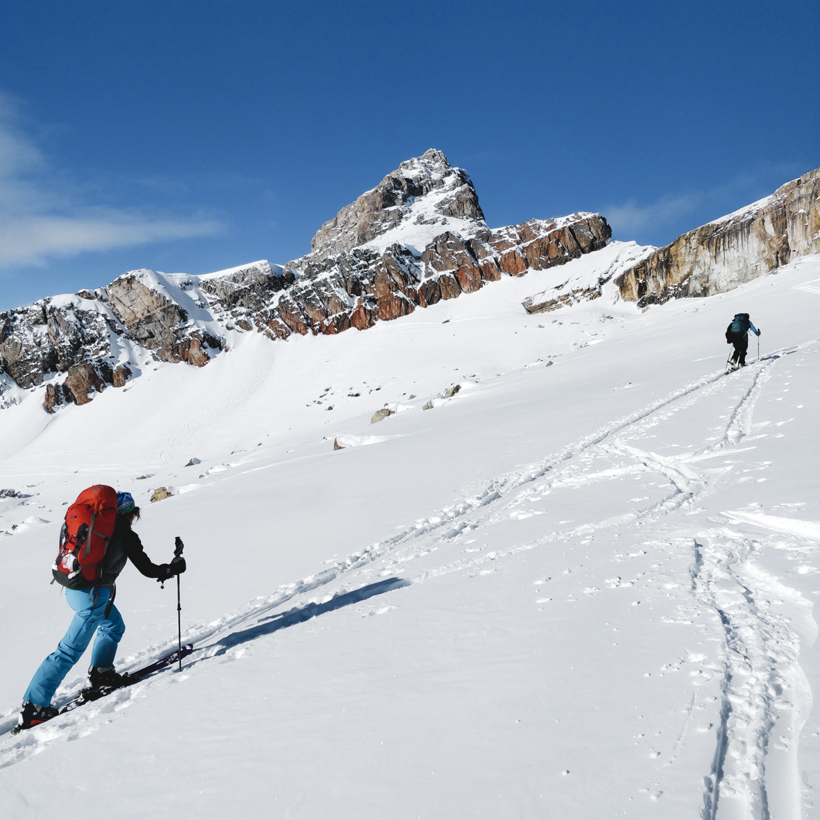 Backcountry skiier walking towards Oxo peak