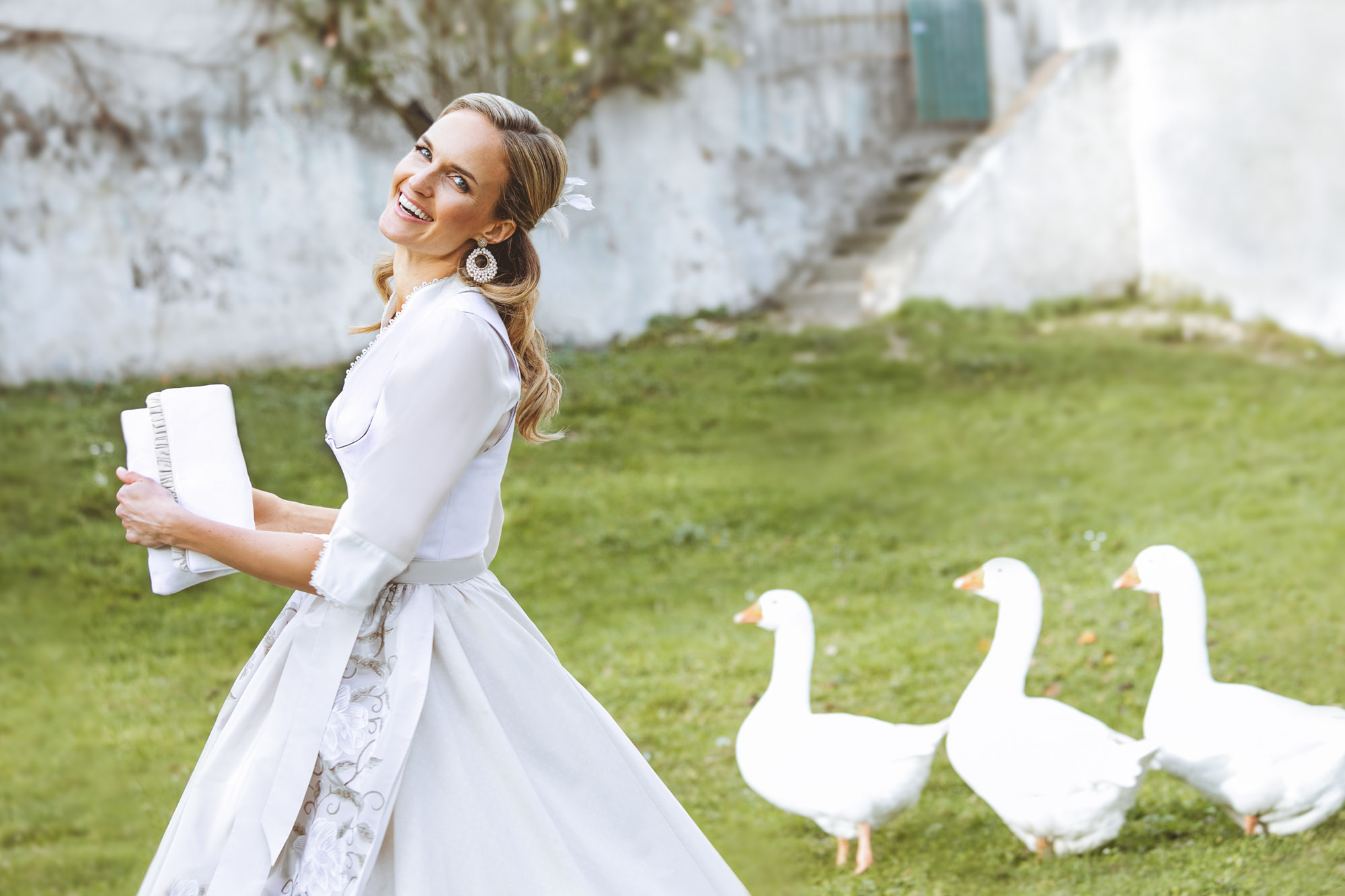 Brautkleider & Dirndl von Susanne Spatt