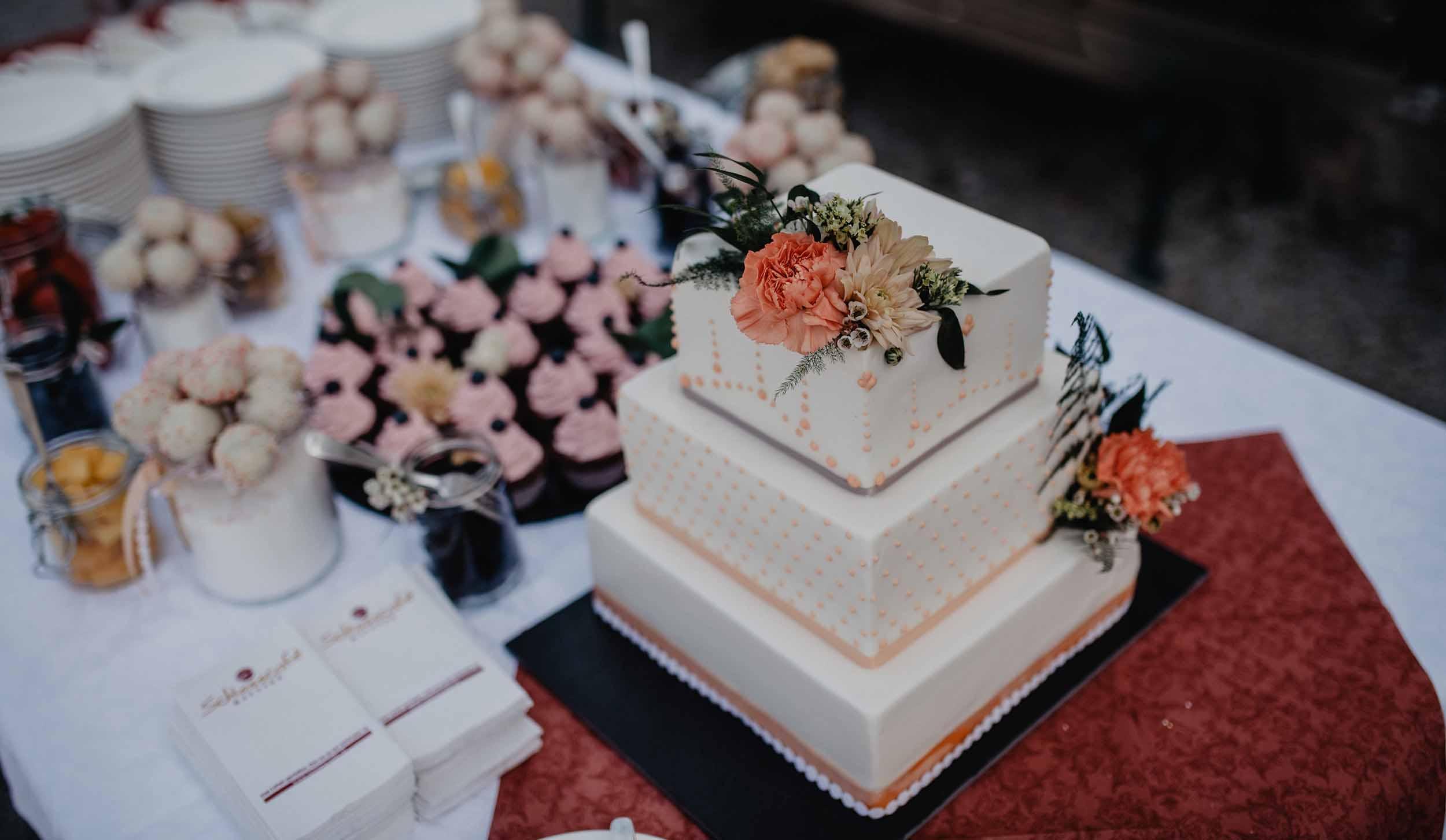 Viktoria Zuckerbäckerei | Hochzeitstorte & Co