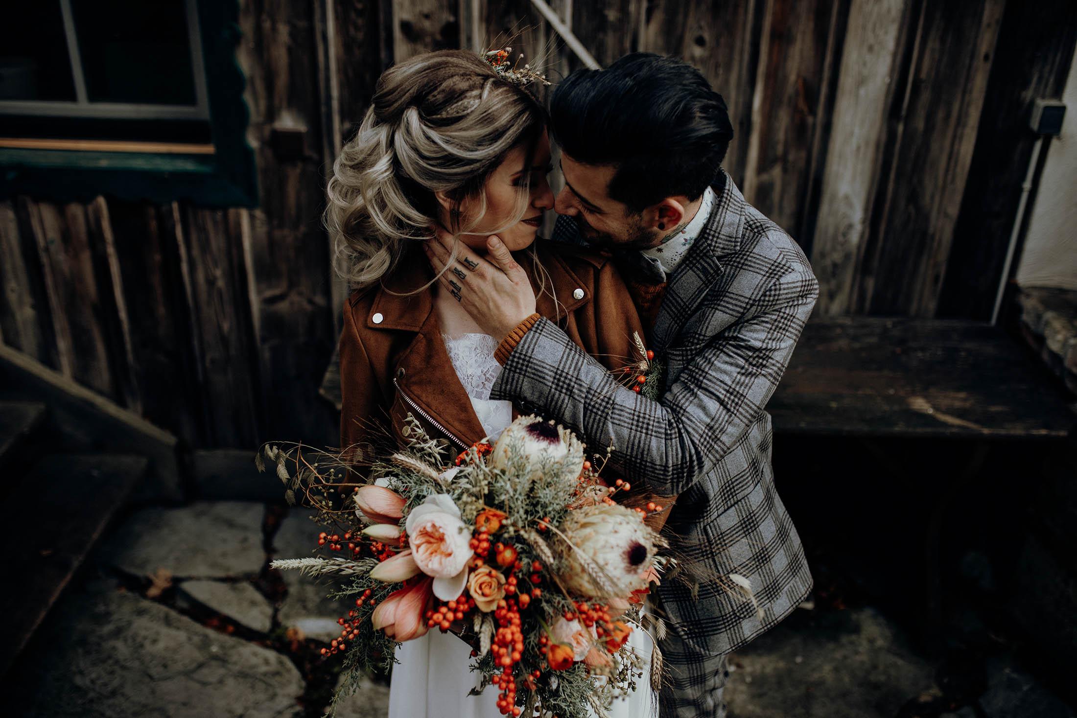 Love ROCKS: Coole Hochzeit in den Farben des Feuers