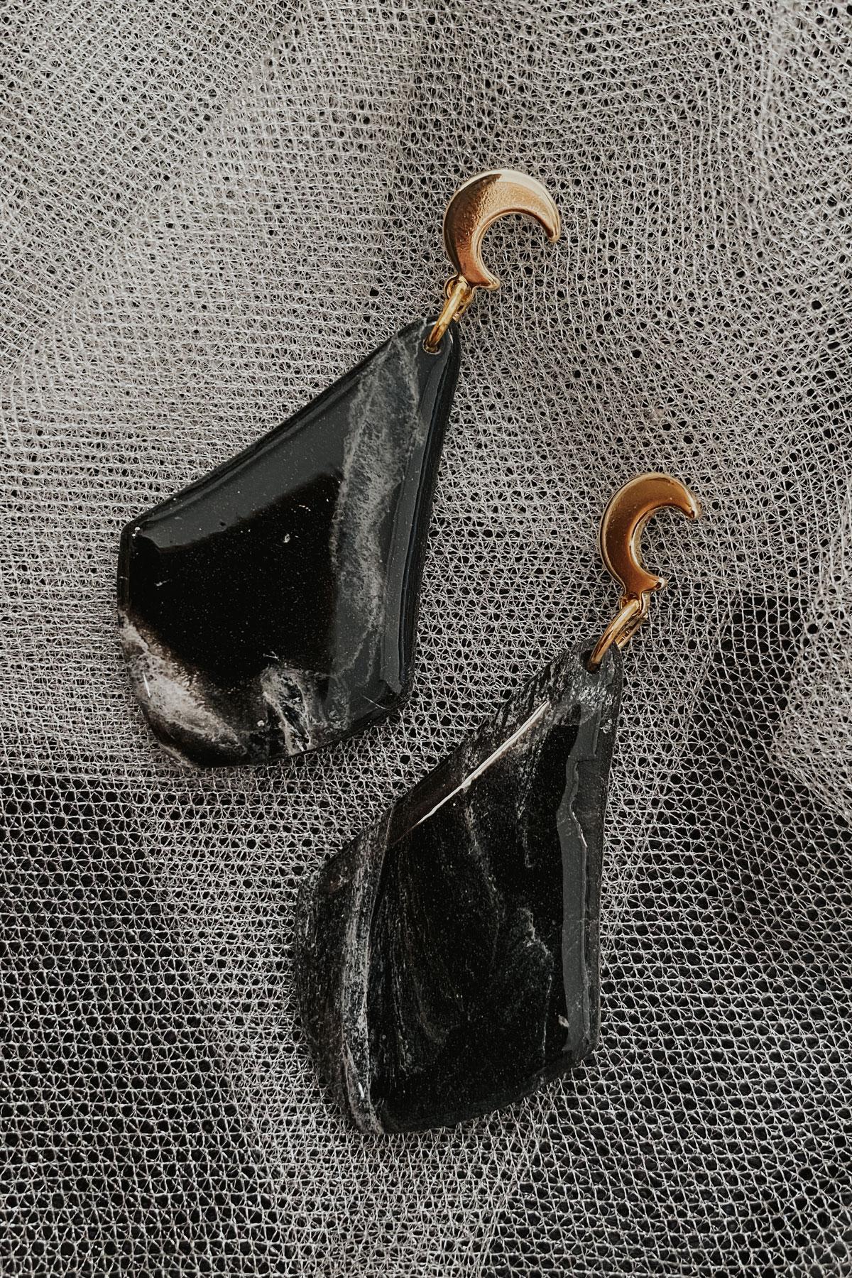 Black Marble Drops