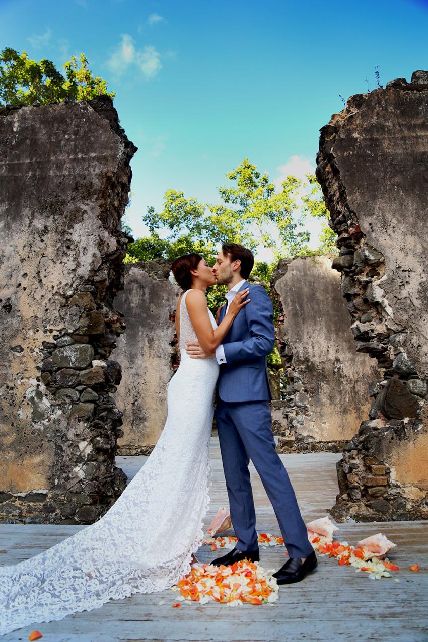 wedding love kiss