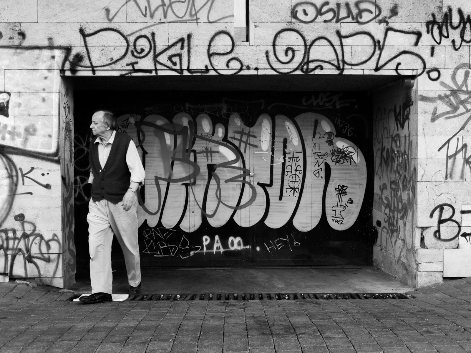 V zajatí grafity
