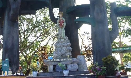 monumento a lavang
