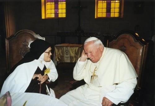 Juan-Pablo-II-y-Lucia dos santos