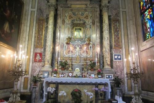 Madonna del pozzo en Roma fondo