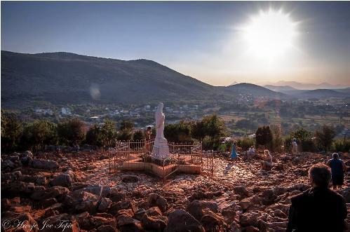 estatua de reina de la paz en medjugorje