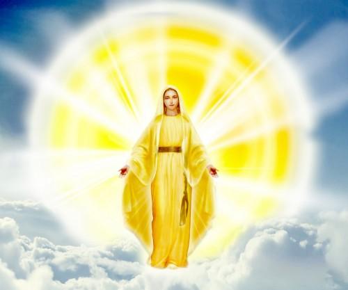 mujer vestida de sol