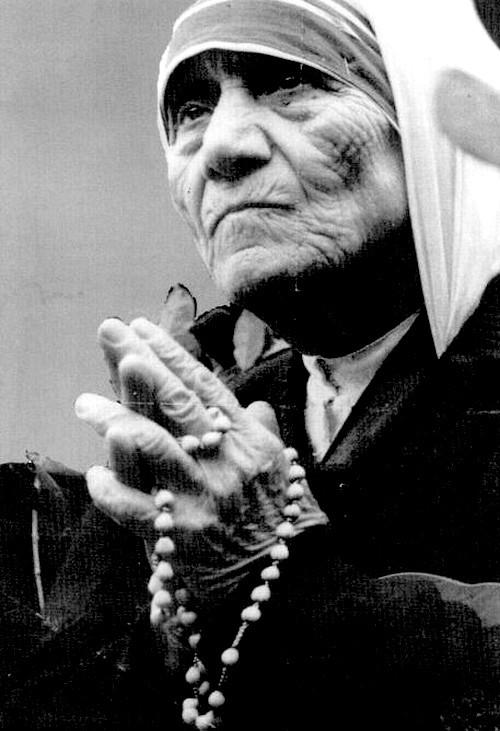 madre teresa de calcuta con rosario