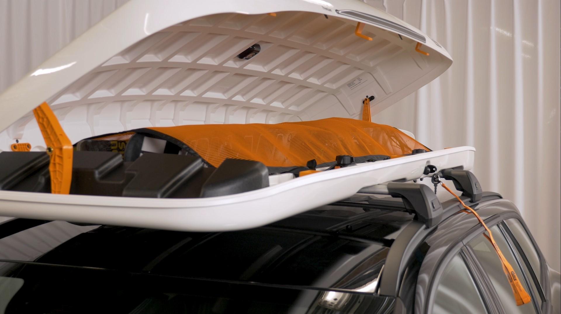 Calix roofbox ontop of car