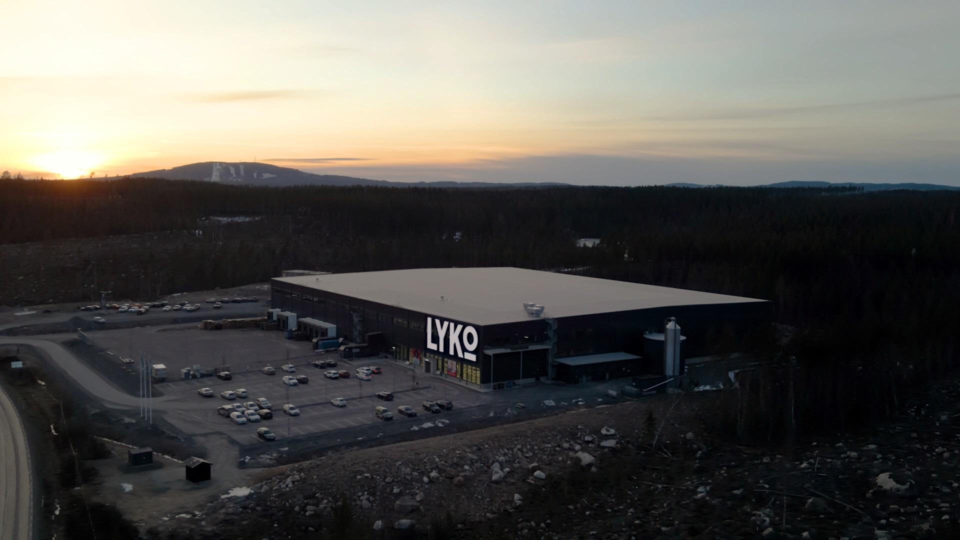 Lyko lagerlokal drönarbild i solnedgång