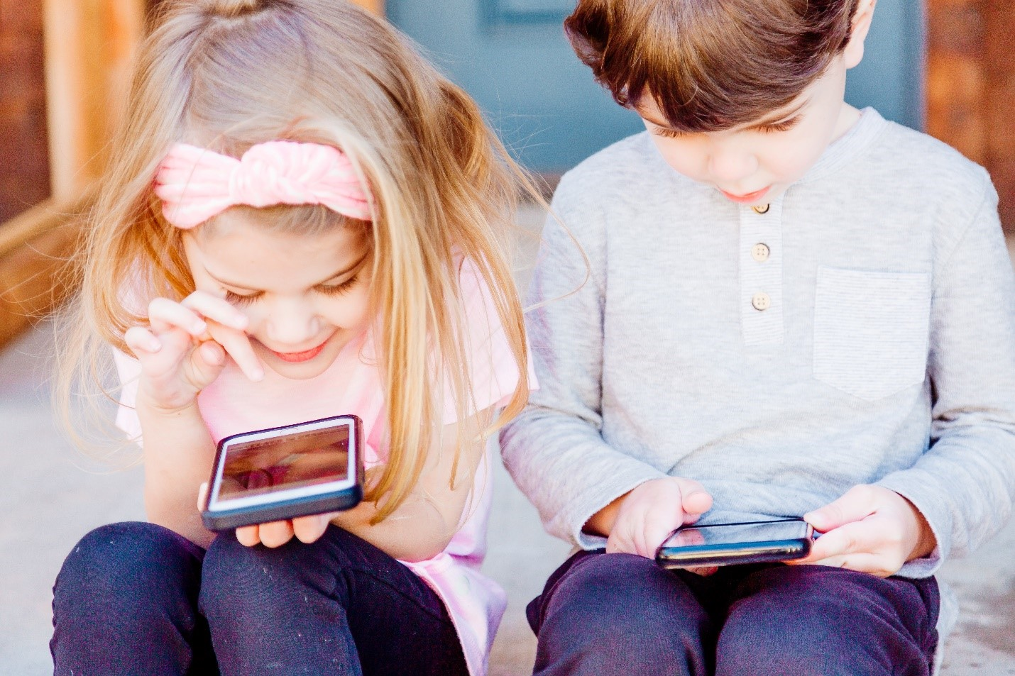 Children using smartphones and social media for entertainment.