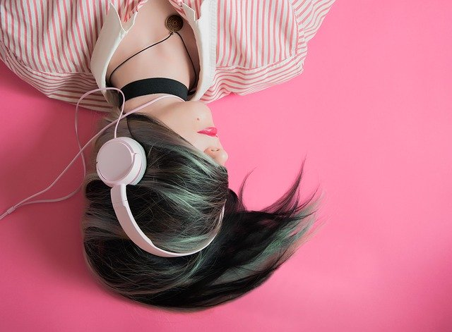 How to Improve Your English Listening (When You Don't Have Anyone to Practise With)