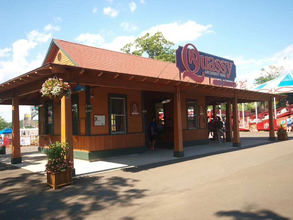 Quassy Amusement Park main entrance