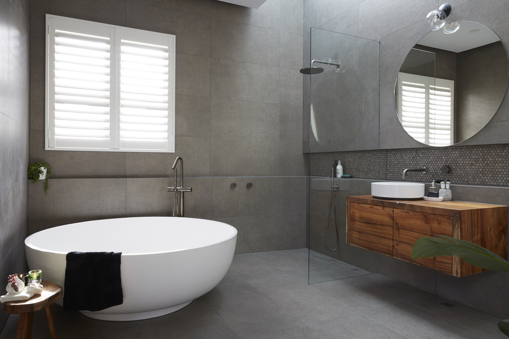 picture of bathroom with fish scale wall tiles