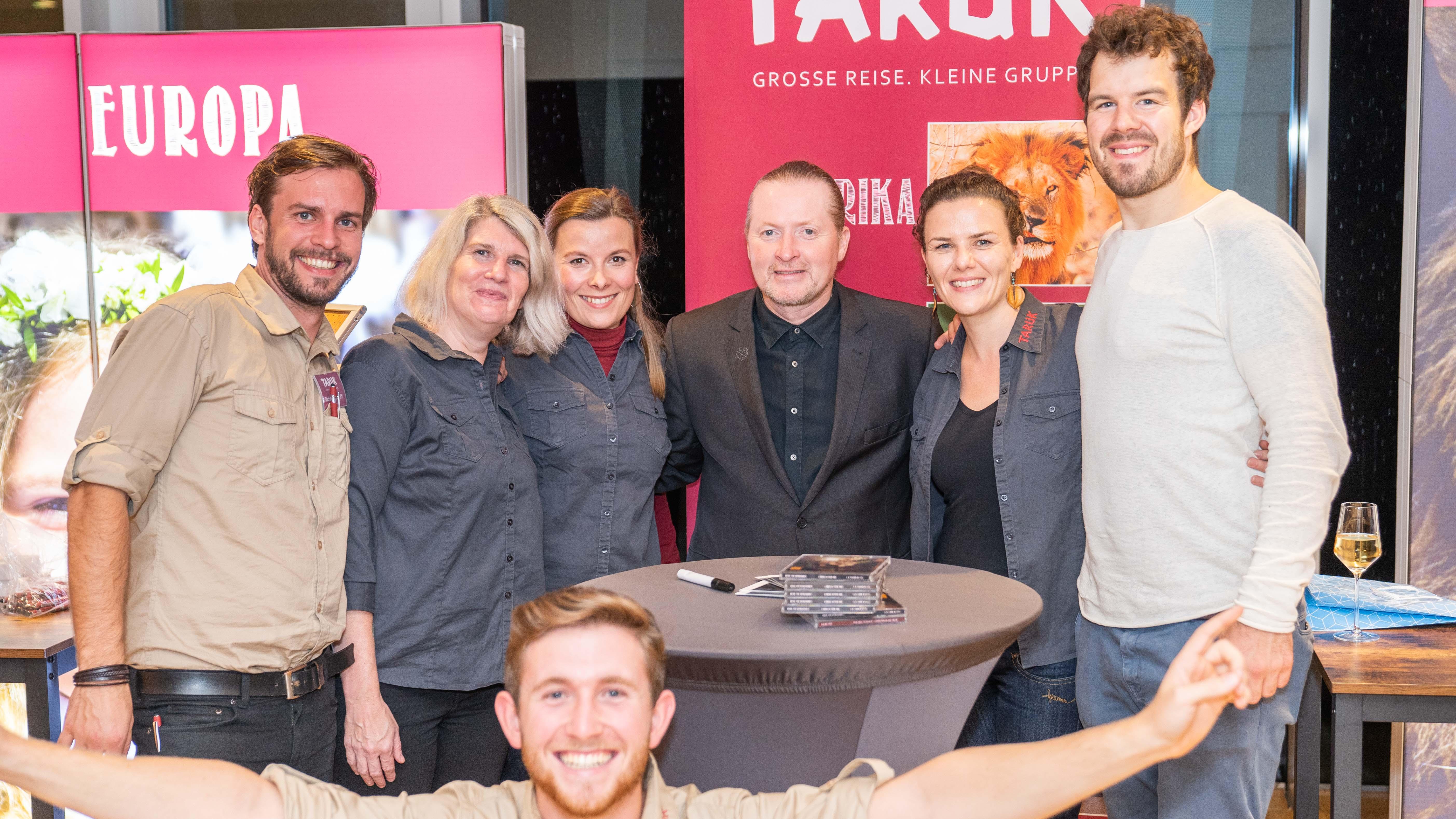 Joe Kelly, Christan Haape, Jannes Eggen und das Taruk-Team in der Flora Köln