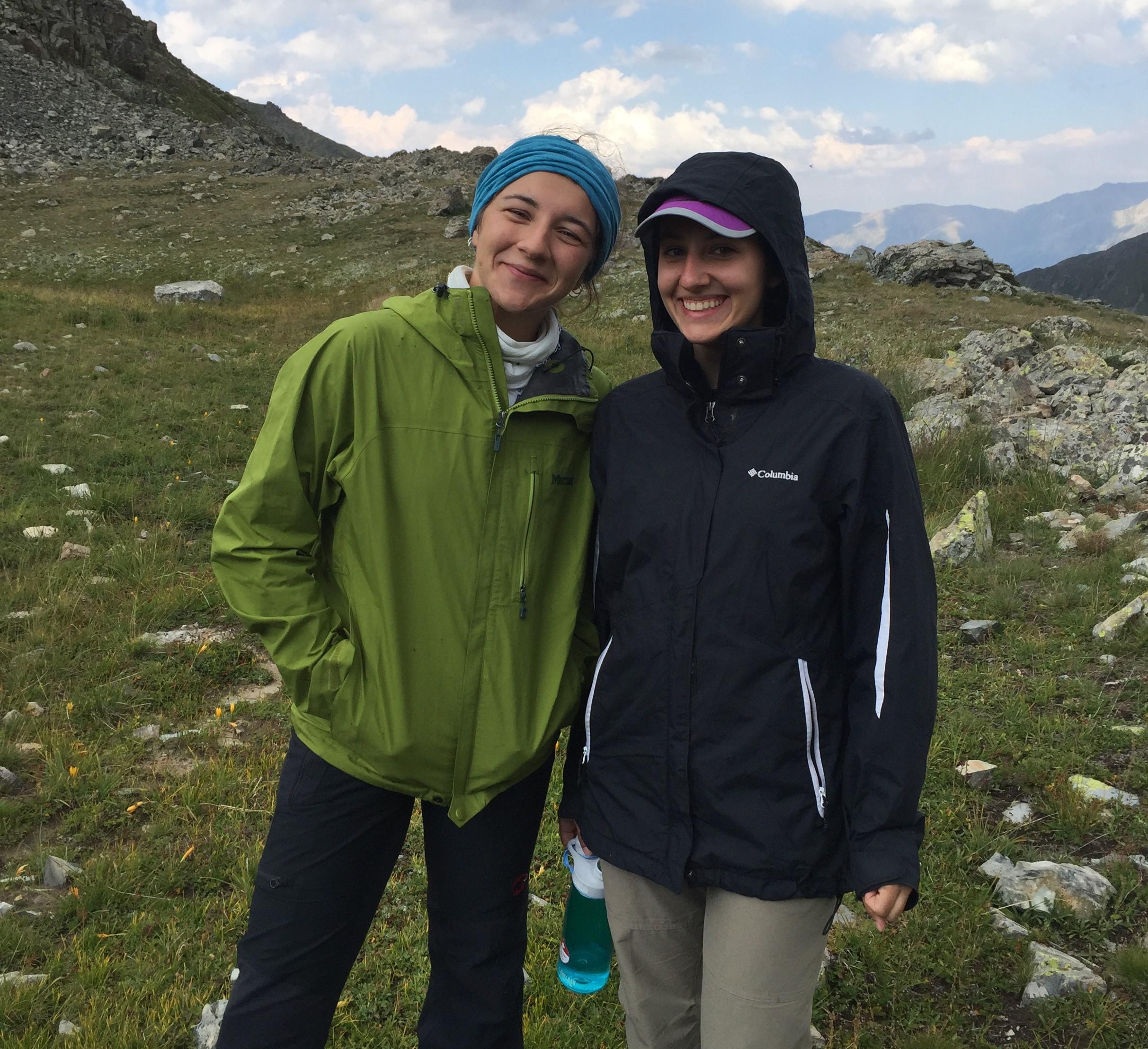 Nursen Yılmaz Melisa Koçabaş Doğa Yürüyüşü Trekking Malzemeleri