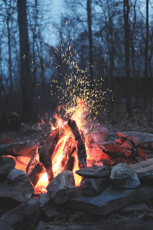 kamp ateşi doğa