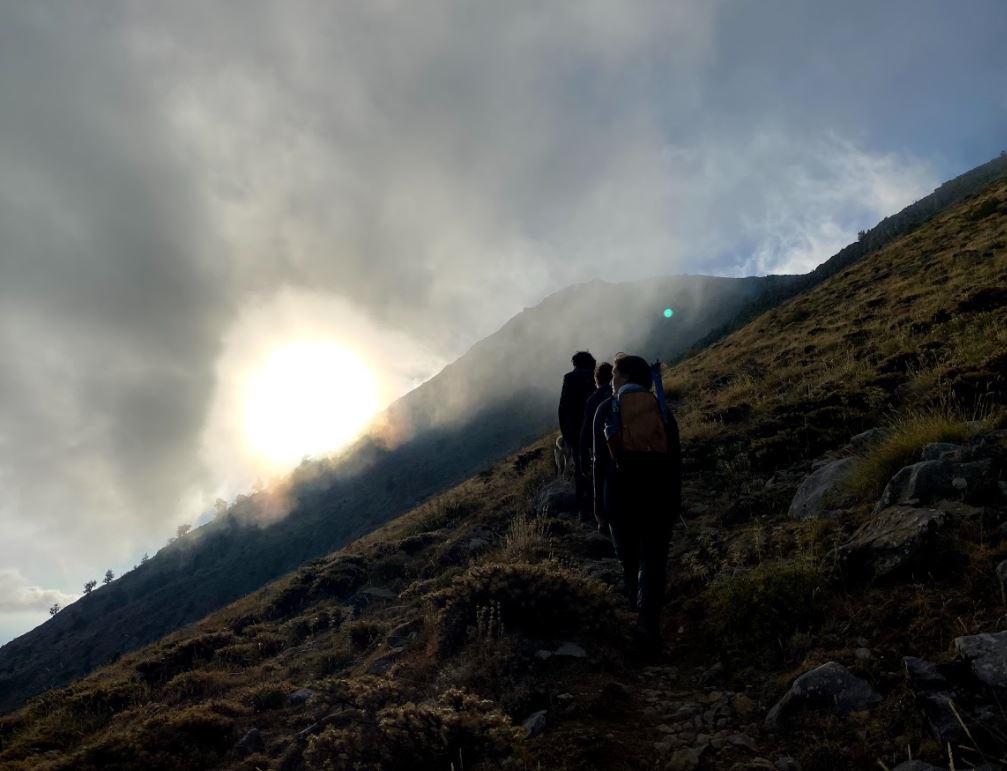 Dedegöl zirve yürüyüşü bulutlu hava
