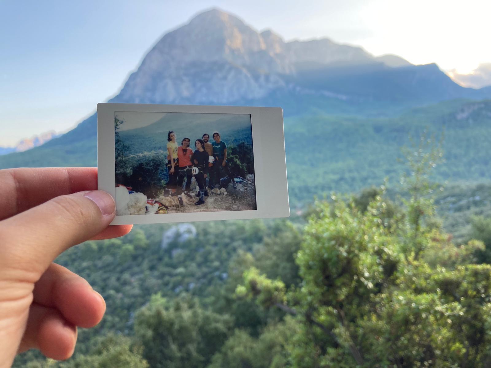 Geyiksivrisi Dağı manzarası ve Kebap sektörde tırmanış. Asude Demirci, Selo, Elif Özge, Kerimcan Maltepe, Rana Özer