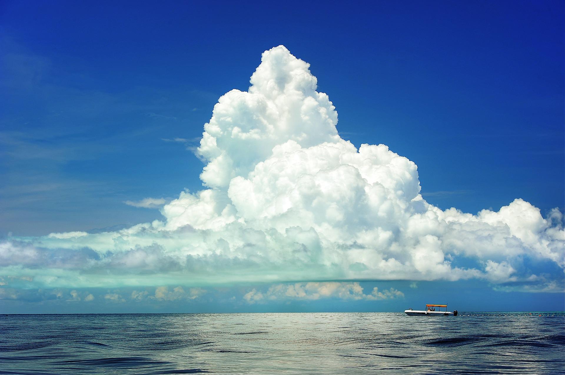Cumulonimbus (Latince cumulus ve nimbus)