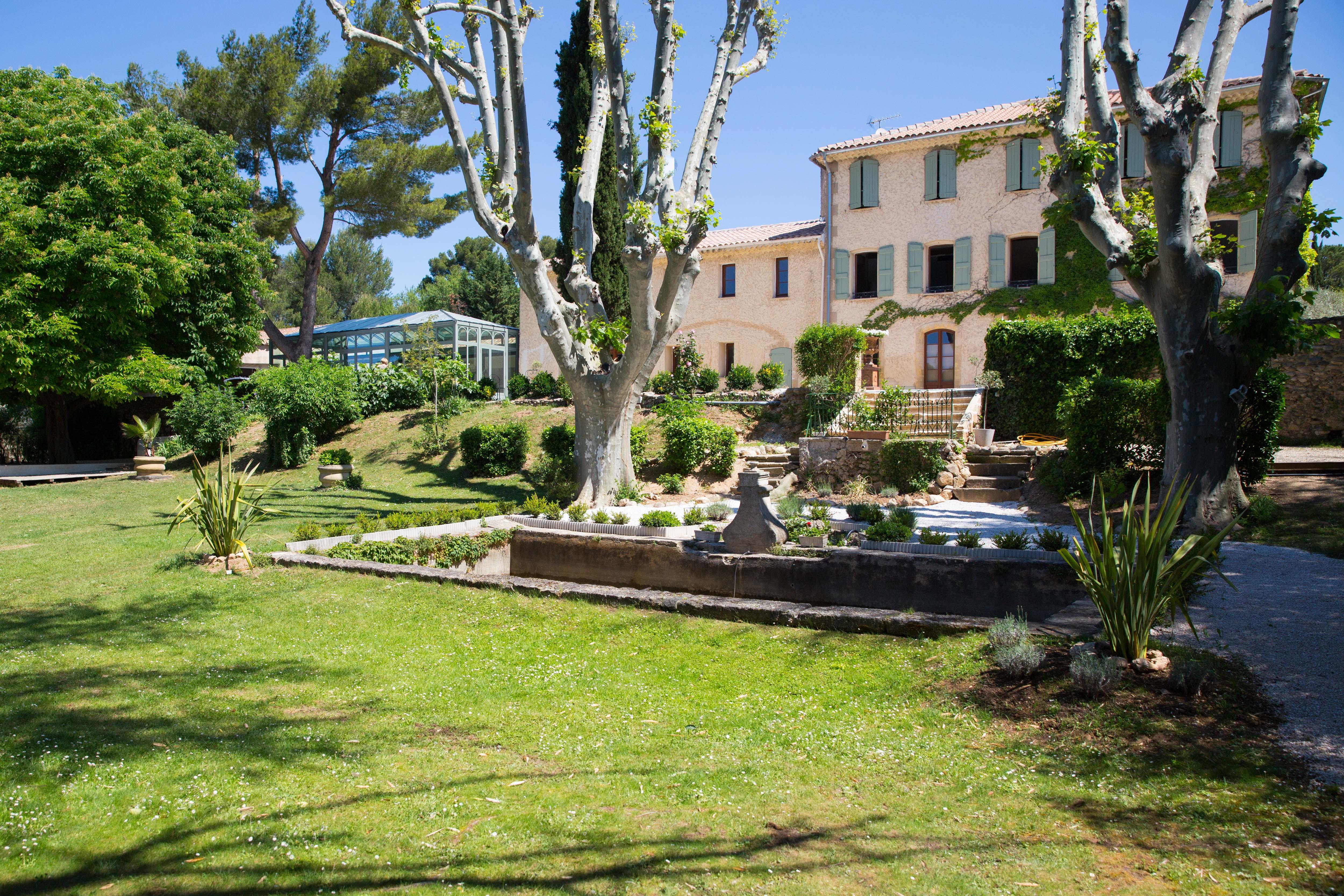 Domaine Gaogaia: Bastide, parc et verriere du restaurant