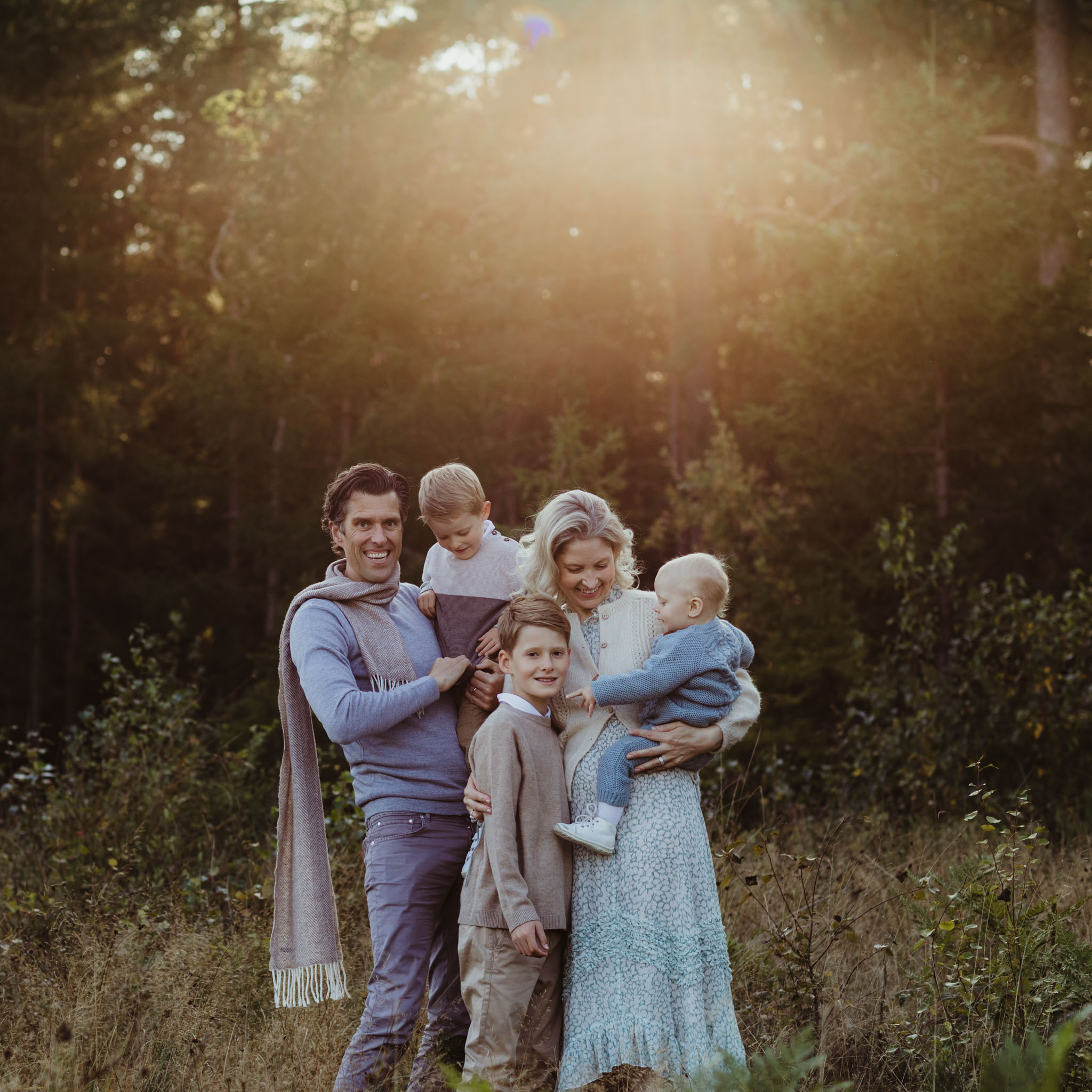 Familiefotografering - natur, lys, skog, familie - Fotograf Ida Hvattum