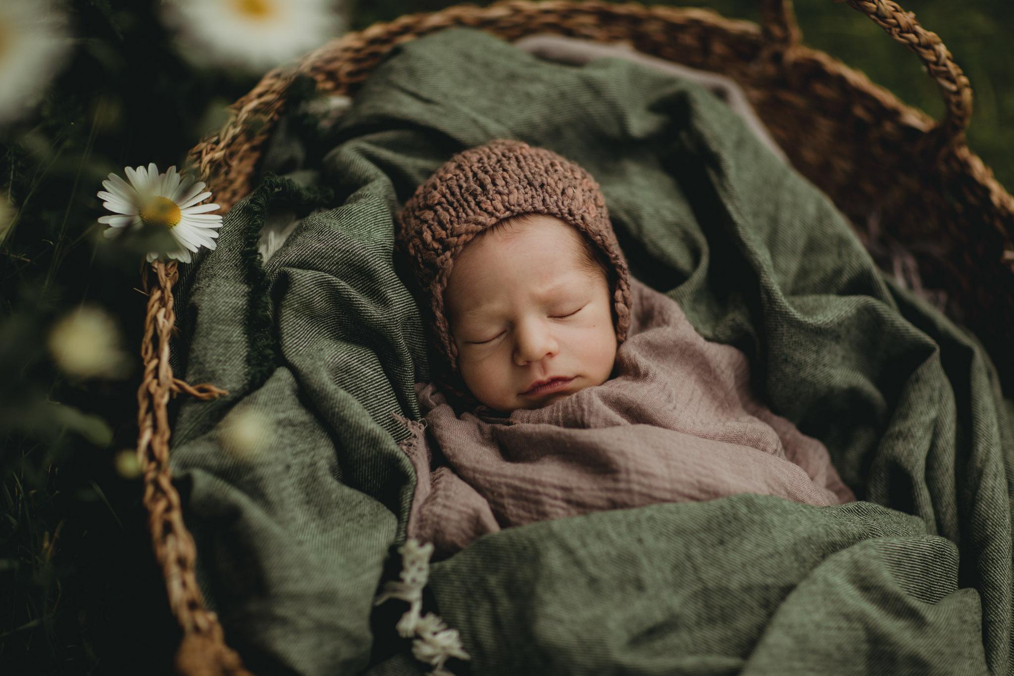 Nyfødtfotografering - kurv - Fotograf Ida Hvattum