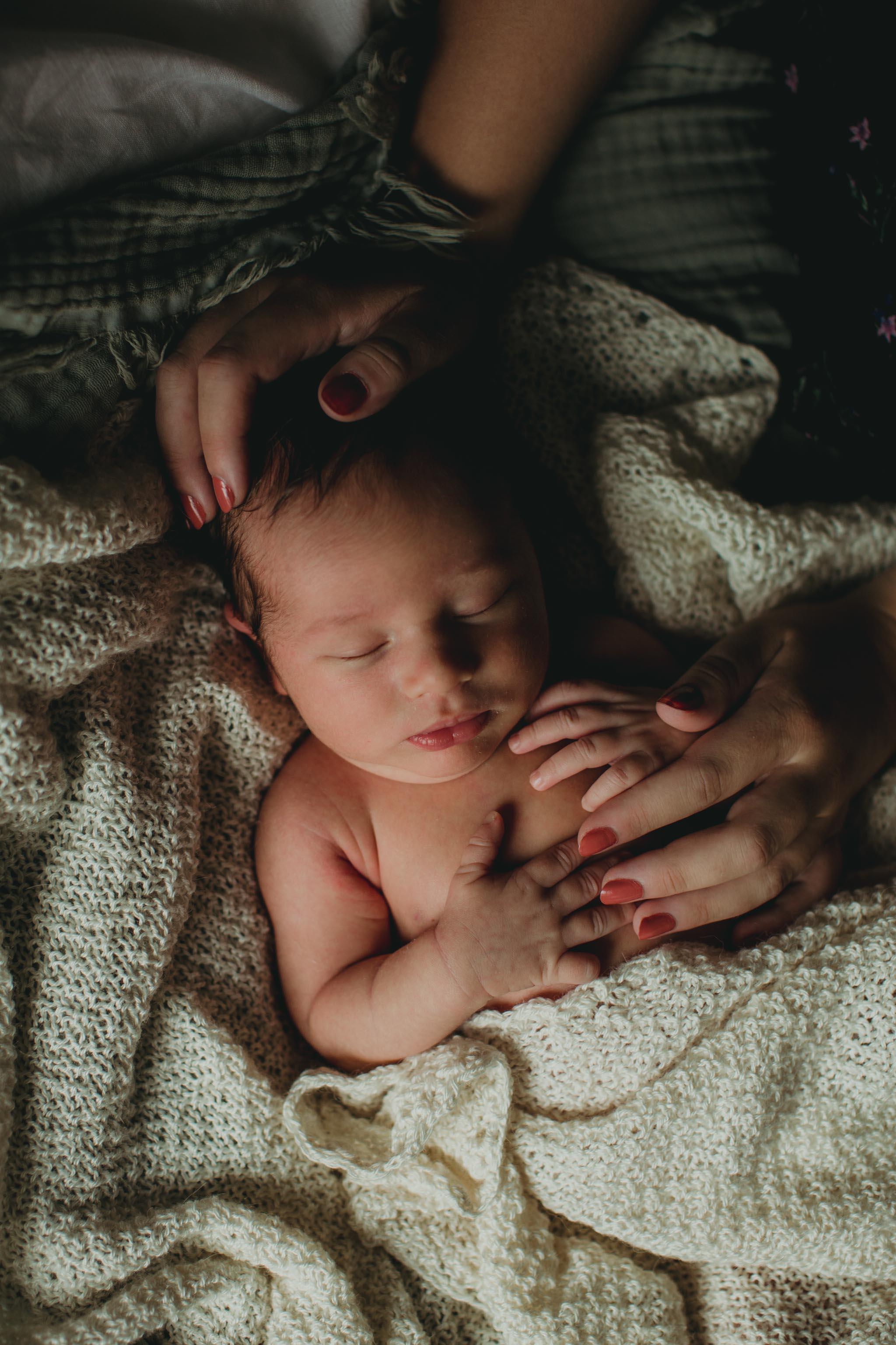Nyfødtfotografering - seng, sovende - Fotograf Ida Hvattum