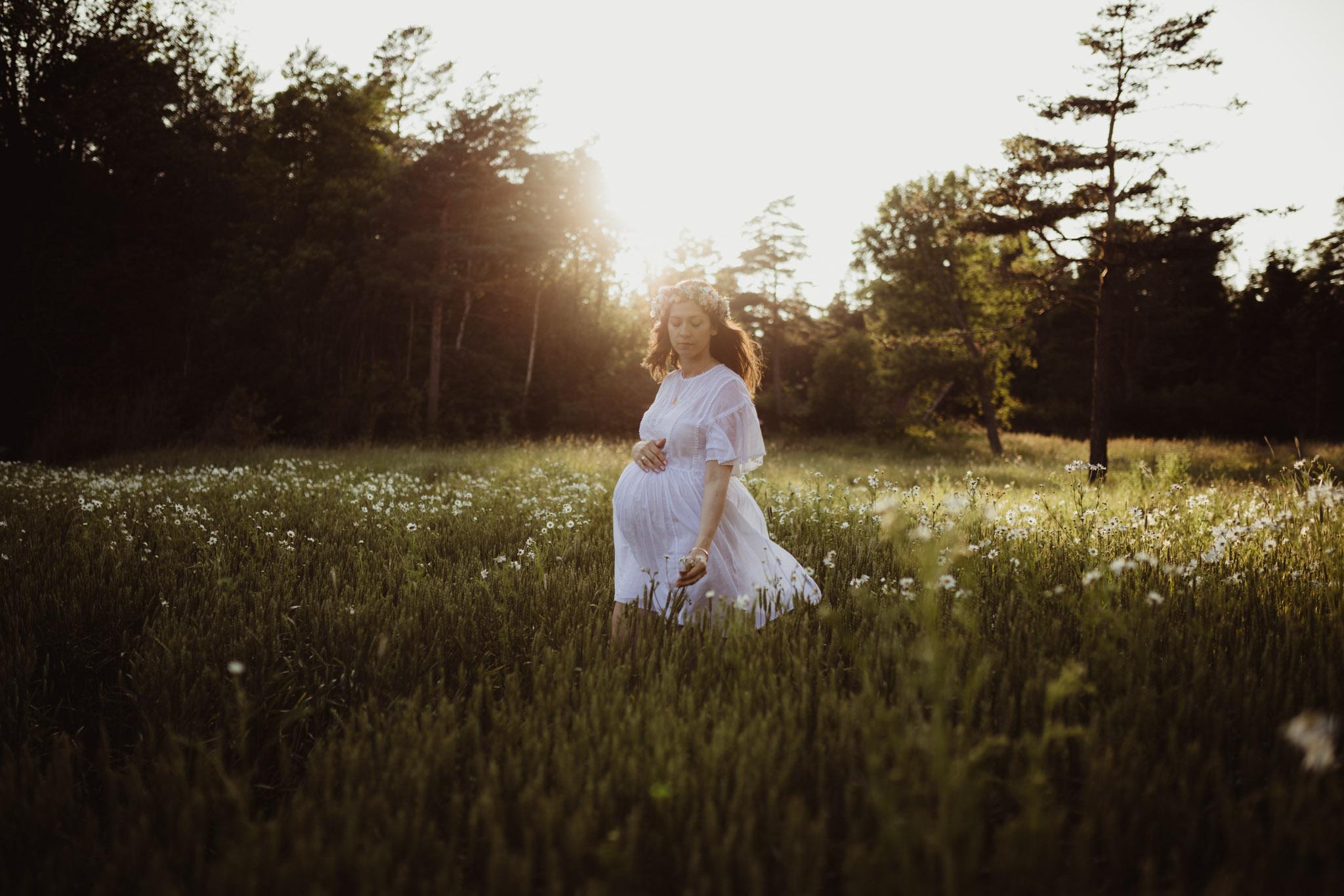 Gravidfoto - Eng og natur - Fotograf Ida Hvattum