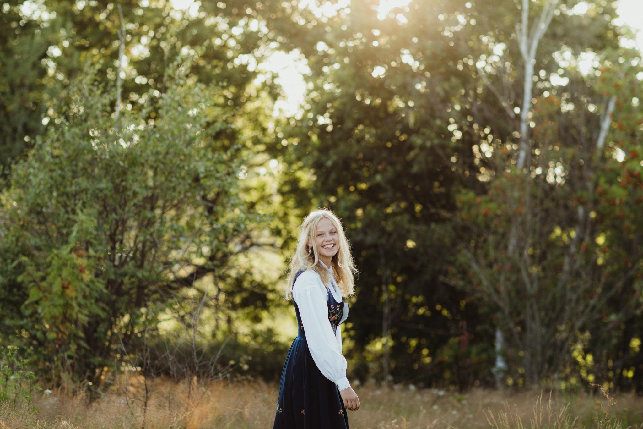 Konfirmasjonsfoto - jente i bunad - Fotograf Ida Hvattum